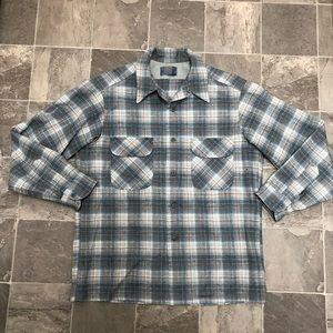 Men's vintage Pendleton 100% wool button shirt
